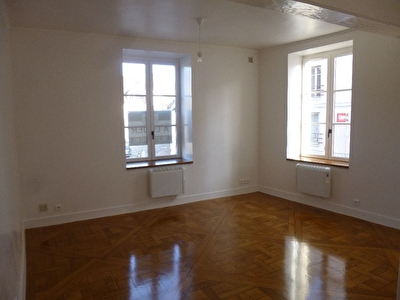 EPERNON  - APPARTEMENT - 2 PIECES - 49 M²